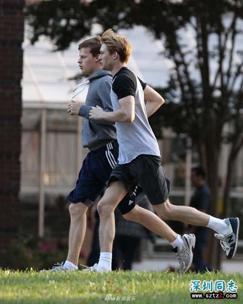 霉霉男友乔·阿尔文拍同性题材影片 与帅哥跑步超养眼