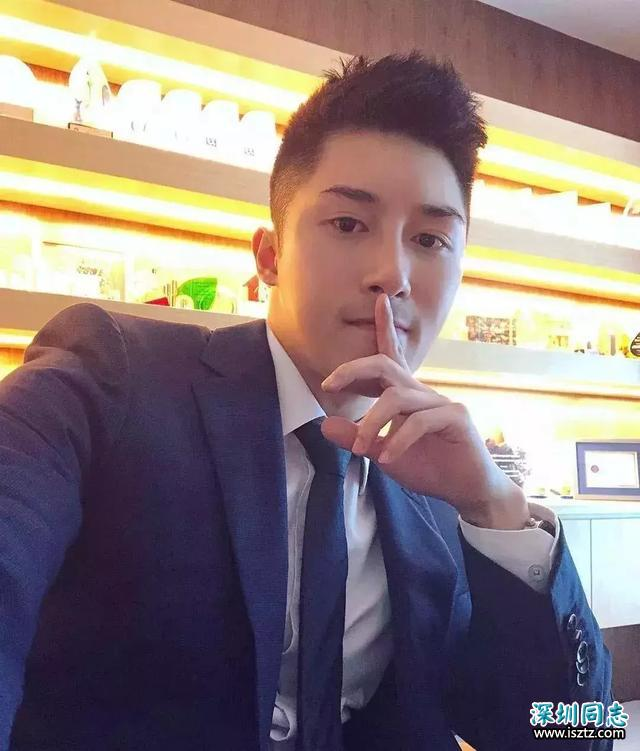 香港正装帅哥 身材竟然这么好