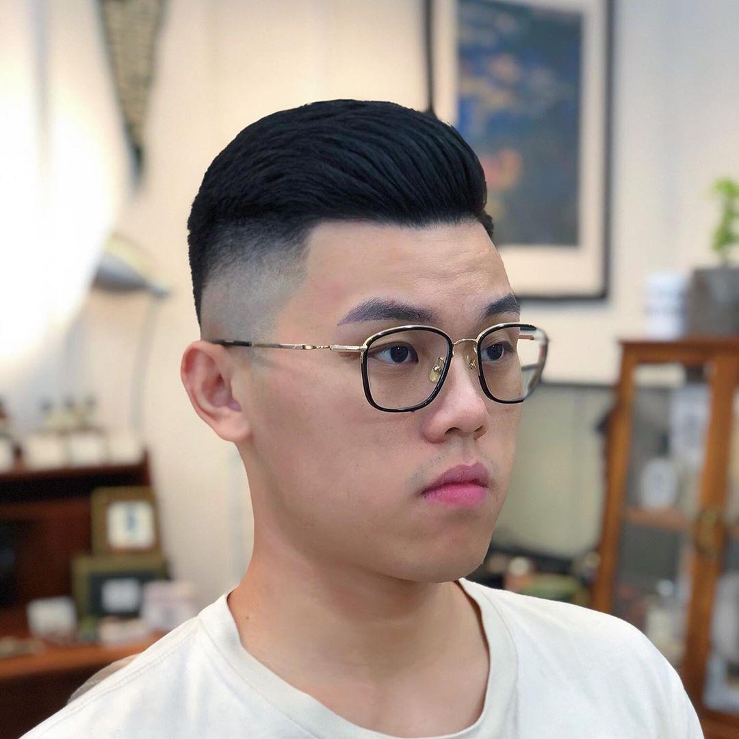 """比欧豪的寸头发型更帅气!今秋男生流行""""两边掏空"""",潮流有个性"""