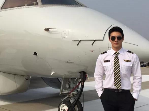 """韩国飞行员,有颜、有身材的他,被称为""""三十年一见的神颜"""""""