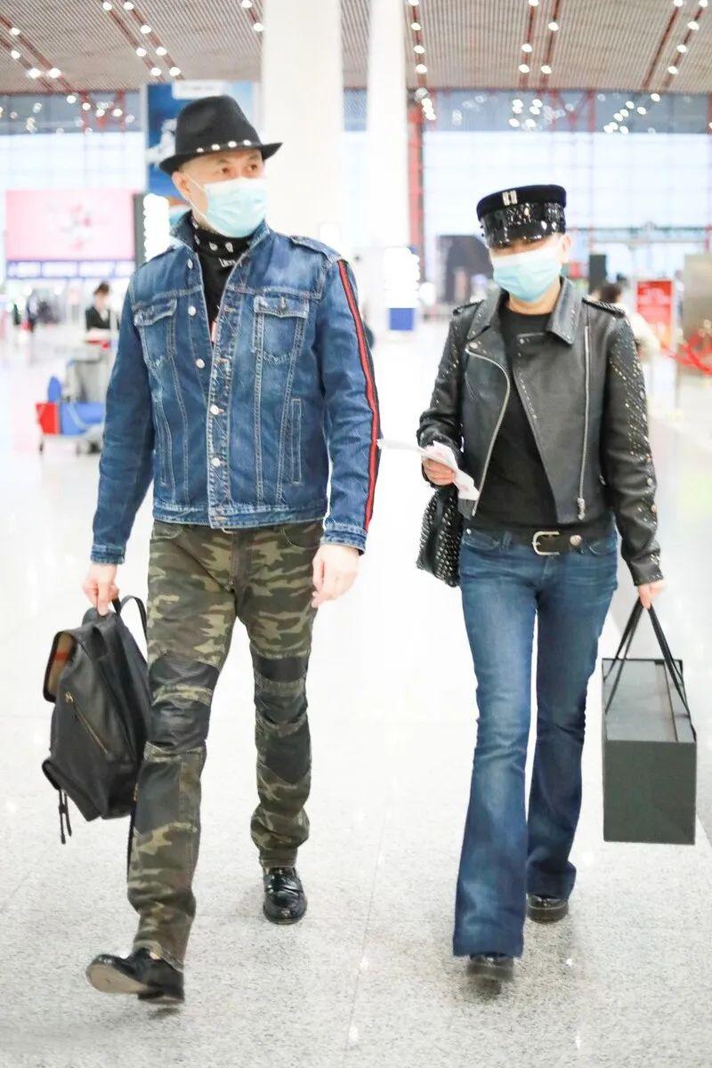 60岁徐锦江打造硬汉风,牛仔衬衫+皮靴够时髦